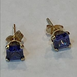 14k 585 yellow gold purple stone stud earrings